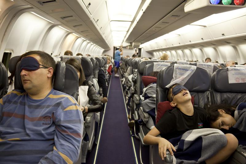 slapen in een vliegtuig